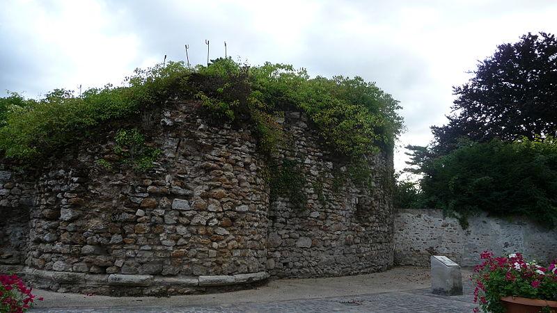 Photo du Monument Historique Tour médiévale situé à La Queue-en-Brie