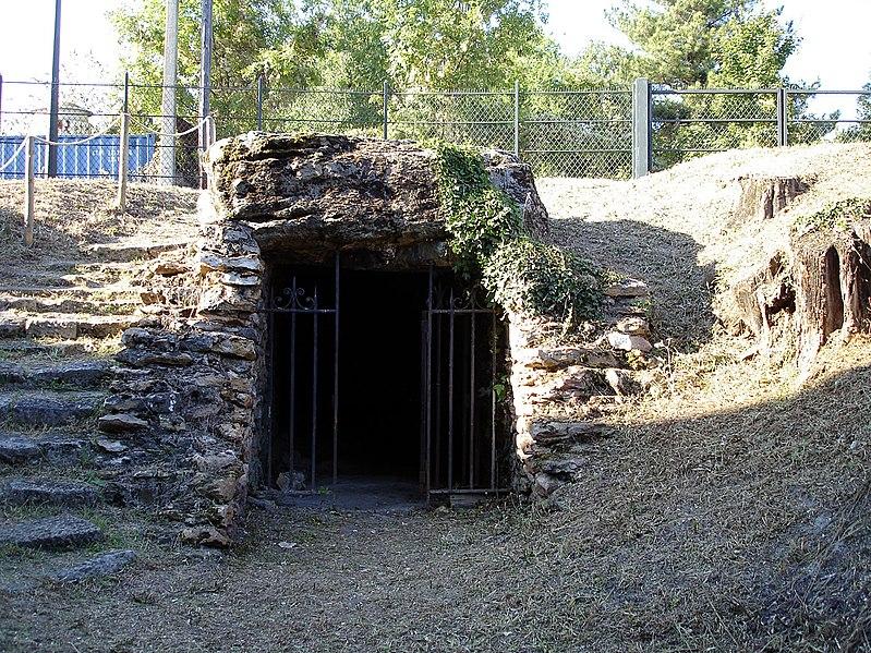 Photo du Monument Historique Allée couverte des Déserts situé à Argenteuil