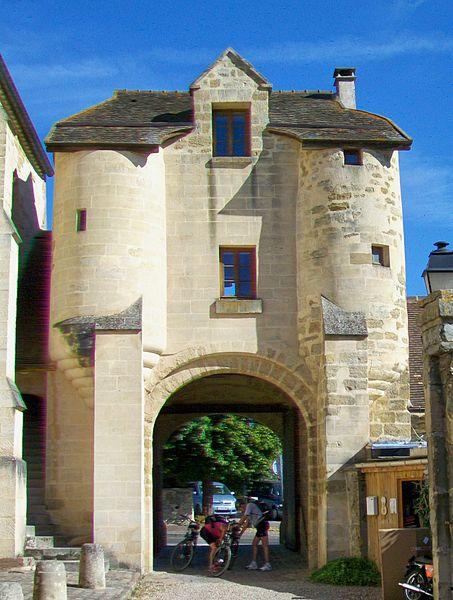 Photo du Monument Historique Prieuré situé à Cergy