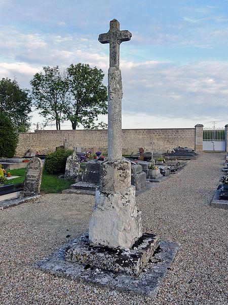 Photo du Monument Historique Croix de cimetière du 14s situé à Chérence