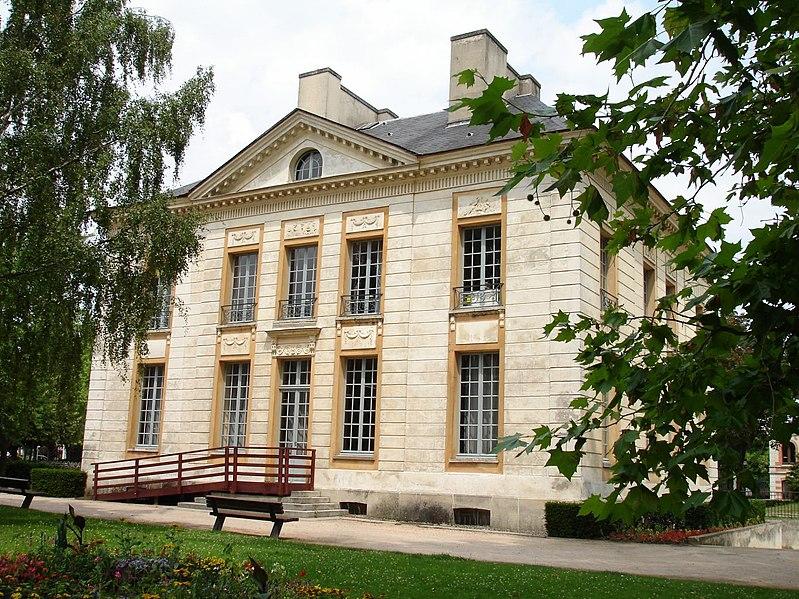 Photo du Monument Historique Hôtel de Mézières  , dit Château Goguel ou ancienne mairie situé à Eaubonne