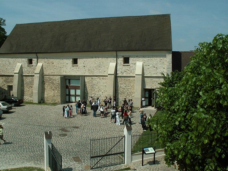 Photo du Monument Historique Grange dîmière situé à Ecouen