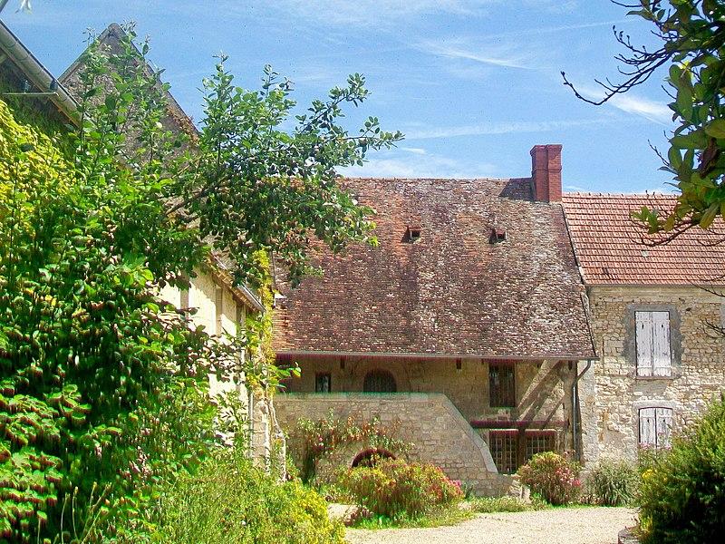Photo du Monument Historique Prieuré situé à Genainville