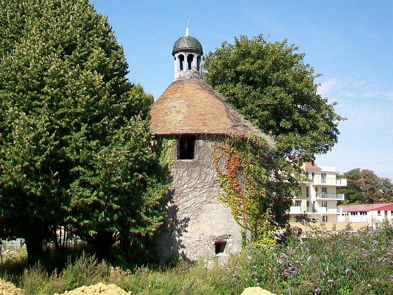 Photo du Monument Historique Pigeonnier de Garlande situé à Gonesse