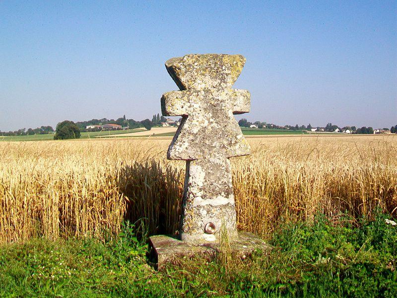 Photo du Monument Historique Croix sur le chemin de Tillay situé à Guiry-en-Vexin