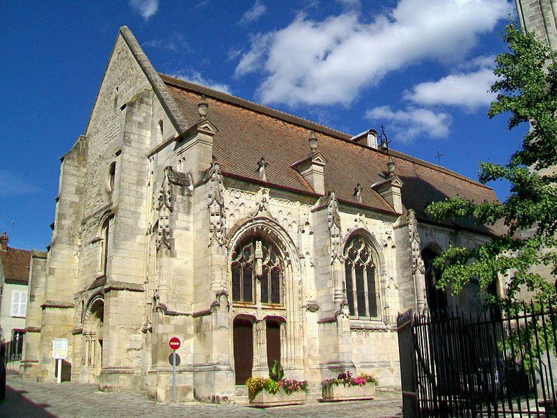 Photo du Monument Historique Eglise Saint-Justin et tour Saint-Rieul qui lui sert de clocher situé à Louvres