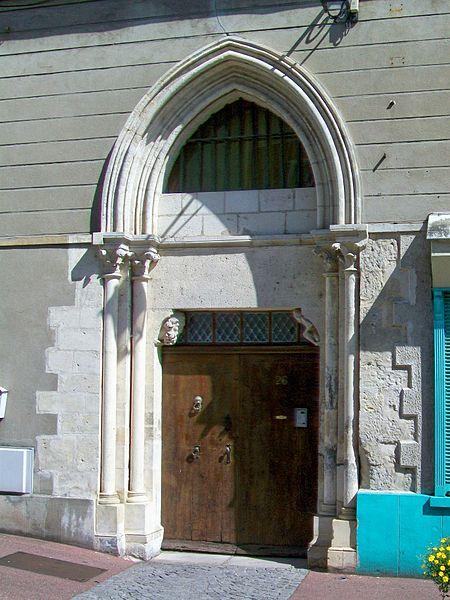 Photo du Monument Historique Porte du 13e siècle situé à Louvres