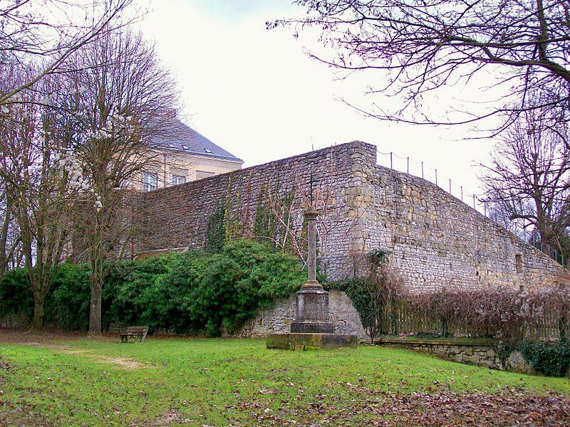 Photo du Monument Historique Prieuré Saint-Côme situé à Luzarches