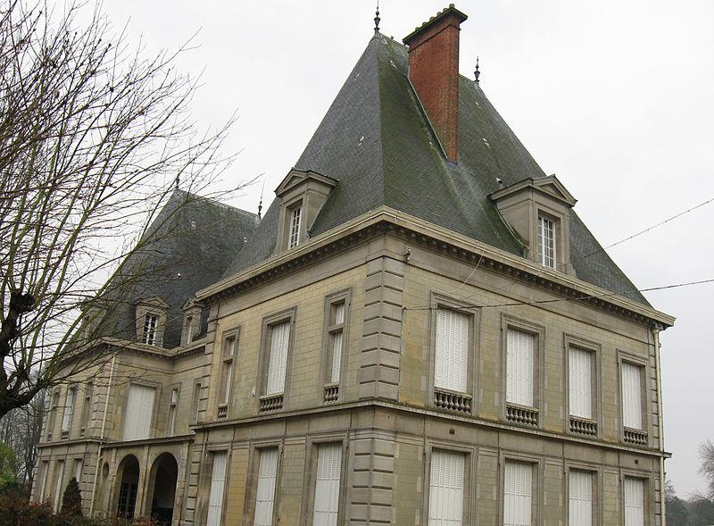 Photo du Monument Historique Château situé à Marines