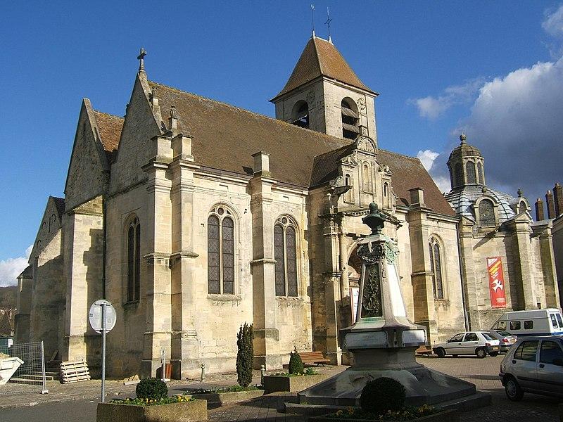 Photo du Monument Historique Eglise et chapelle funéraire situé à Marines
