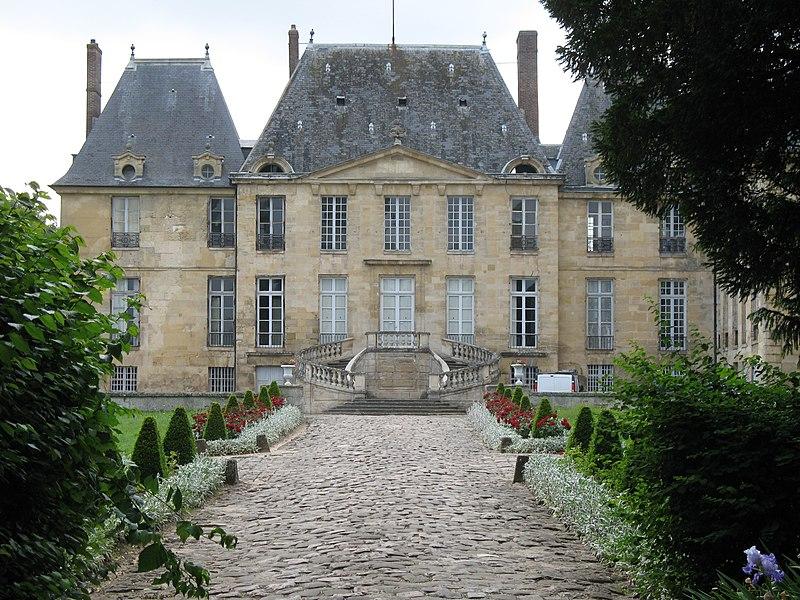 Photo du Monument Historique Domaine du château situé à Montgeroult