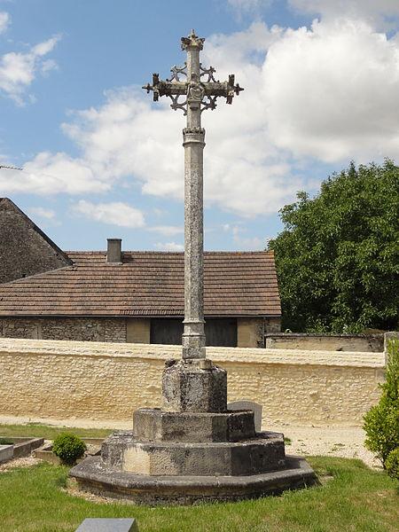 Photo du Monument Historique Croix de cimetière du 15s situé à Omerville