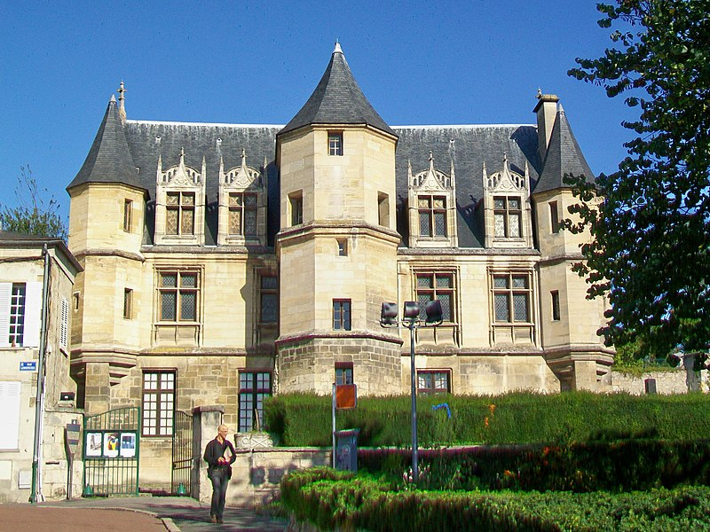 Photo du Monument Historique Hôtel d'Estouteville situé à Pontoise