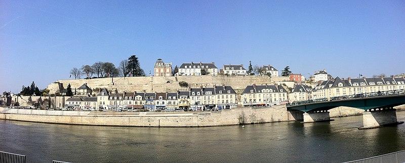 Photo du Monument Historique Remparts situé à Pontoise
