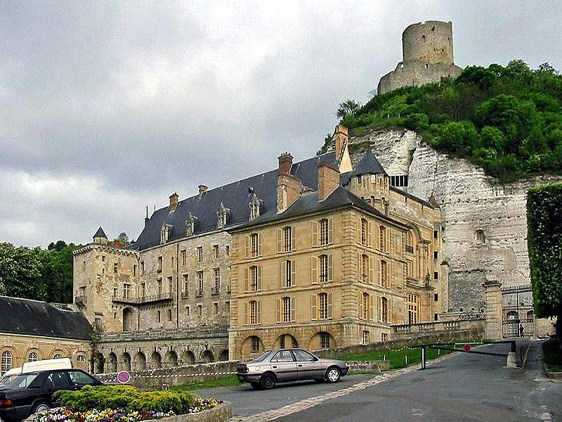 Photo du Monument Historique Château situé à Roche-Guyon (La)