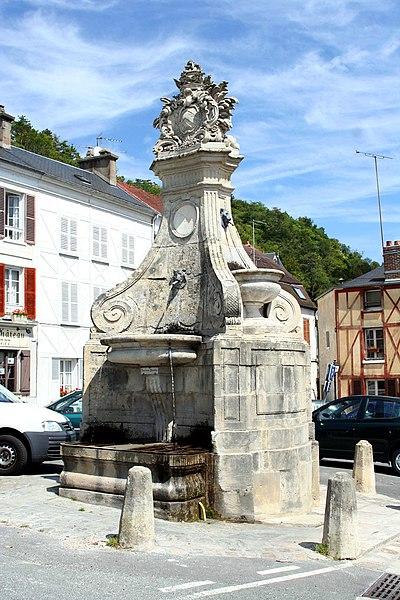 Photo du Monument Historique Fontaine situé à La Roche-Guyon