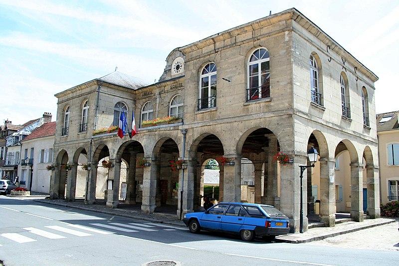 Photo du Monument Historique Mairie et marché couvert situé à Roche-Guyon (La)
