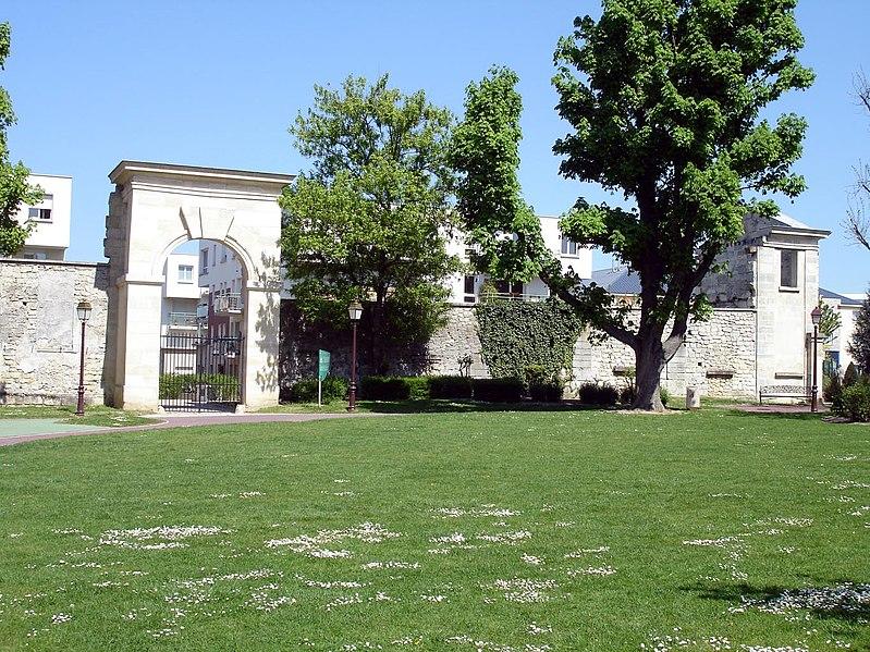 Photo du Monument Historique Château des Caramans situé à Roissy-en-France