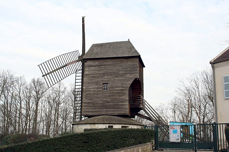 Photo du Monument Historique Moulin à vent dit Moulin Trouillet situé à Sannois