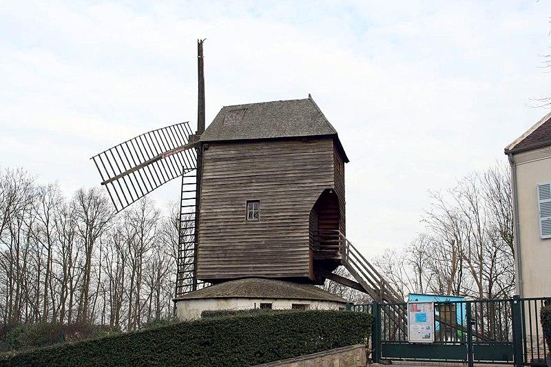 Photo du Monument Historique Moulin à vent dit Moulin Trouillet situé à Sannois