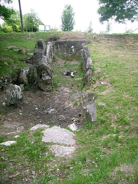 Photo du Monument Historique Allée couverte dite cimetière des Anglais situé à Vauréal