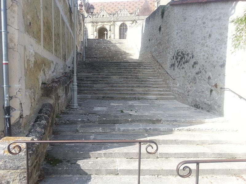 Photo du Monument Historique Escalier d'accès à l'église situé à Vétheuil
