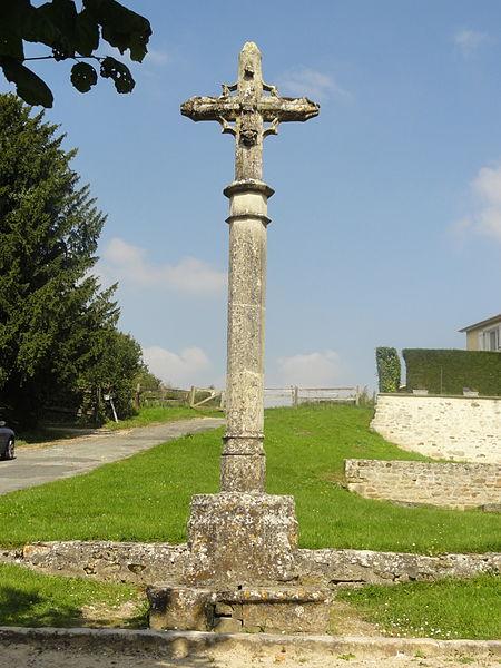 Photo du Monument Historique Croix de cimetière situé à Wy-dit-Joli-Village