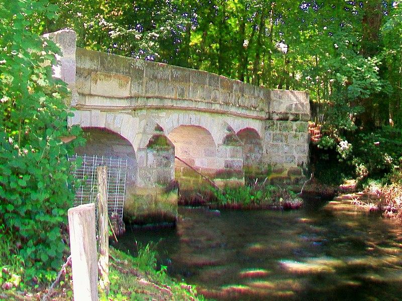 Photo du Monument Historique Pont d'Aveny sur l'Epte (également sur commune de Dampsmesnil, dans l'Eure) situé à Montreuil-sur-Epte