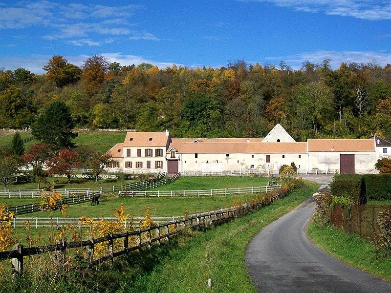 Photo du Monument Historique Grange de la ferme d'Hérivaux situé à Luzarches