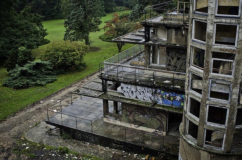 Photo du Monument Historique Ancien sanatorium, faisant partie du centre hospitalier du Vexin, sis dans le parc de la Bucaille situé à Aincourt