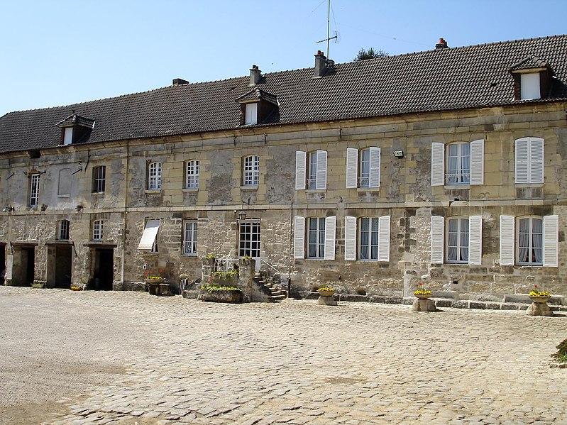 Photo du Monument Historique Ferme situé à Louvres
