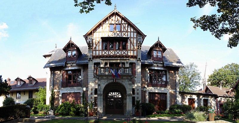Photo du Monument Historique Ancien manoir de Miraville, actuelle mairie situé à Sarcelles