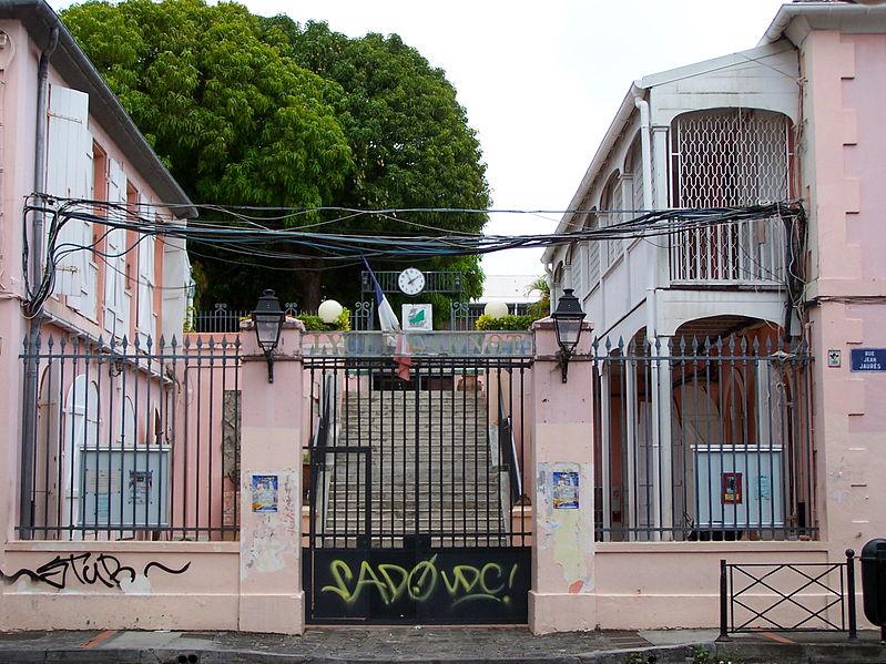 Photo du Monument Historique Ancien Lycée Carnot, actuellement Faculté de lettres situé à Pointe-à-Pitre