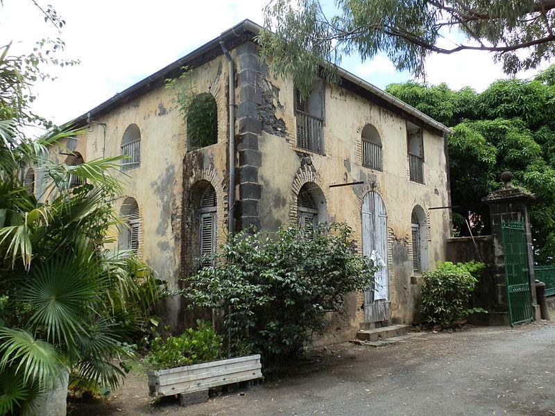 Photo du Monument Historique Ancienne caserne d'artillerie dite l'Arsenal situé à Basse-Terre