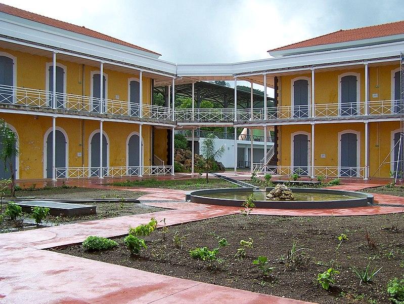 Photo du Monument Historique Ancien hôpital militaire du Camp Jacob, situé au Morne Houël, entre le chemin départemental 9 et le chemin départemental 11 situé à Saint-Claude