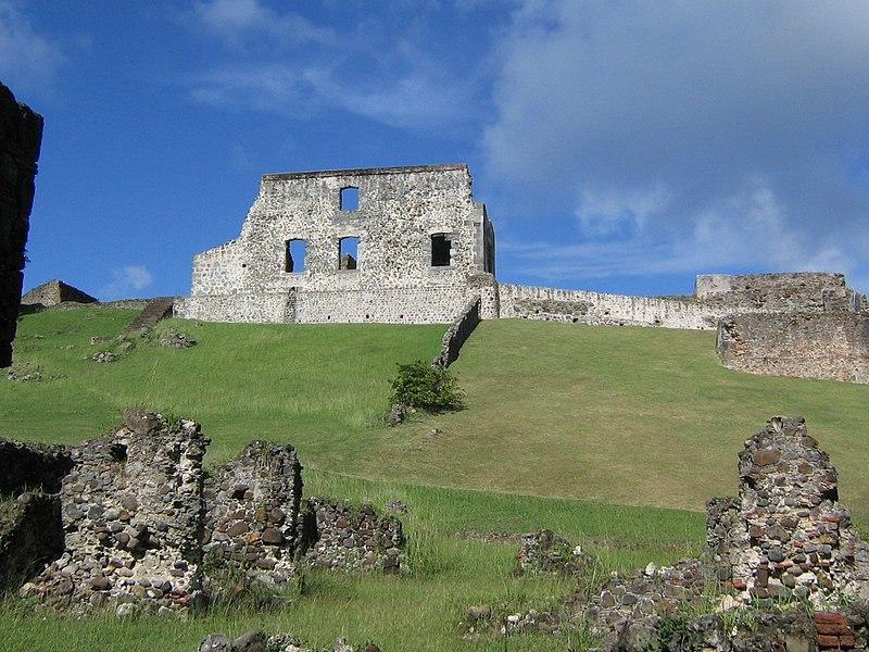 Photo du Monument Historique Habitation sucrière, dite Château-Dubuc, sur la presqu'île de la Caravelle situé à La Trinité