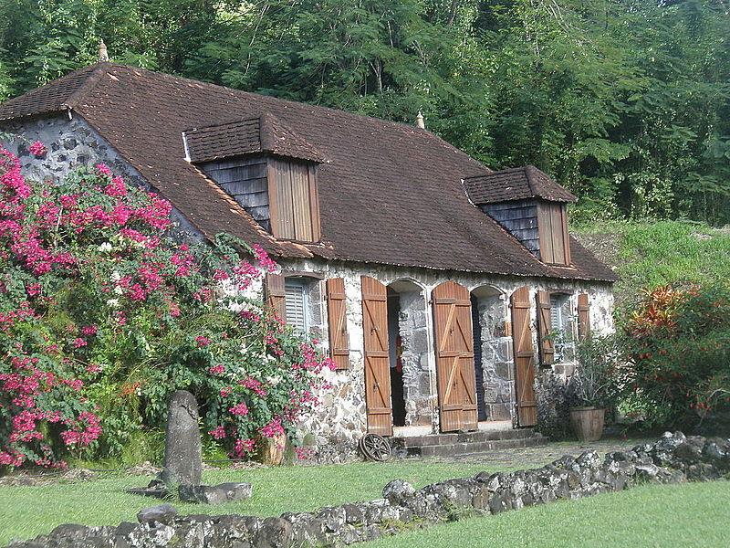 Photo du Monument Historique Sucrerie de la Pagerie, actuellement musée de l'Impératrice Joséphine situé à Les Trois-Ilets