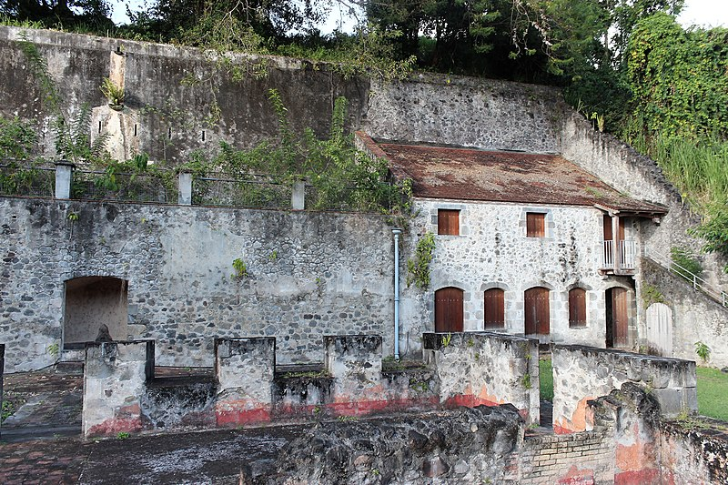 Photo du Monument Historique Bureau du Génie et des Ponts et Chaussées ou ancien asile situé à Saint-Pierre