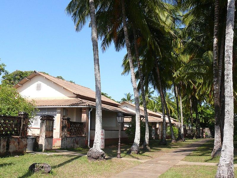 Photo du Monument Historique Quartiers des surveillants, sur l'île Royale situé à Cayenne