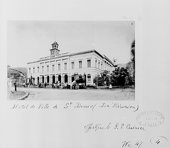 Photo du Monument Historique Hôtel de ville situé à Saint-Denis