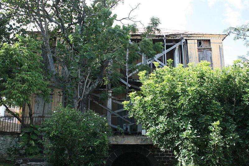 Photo du Monument Historique Maison en bois (école Saint-Charles) situé à Saint-Pierre