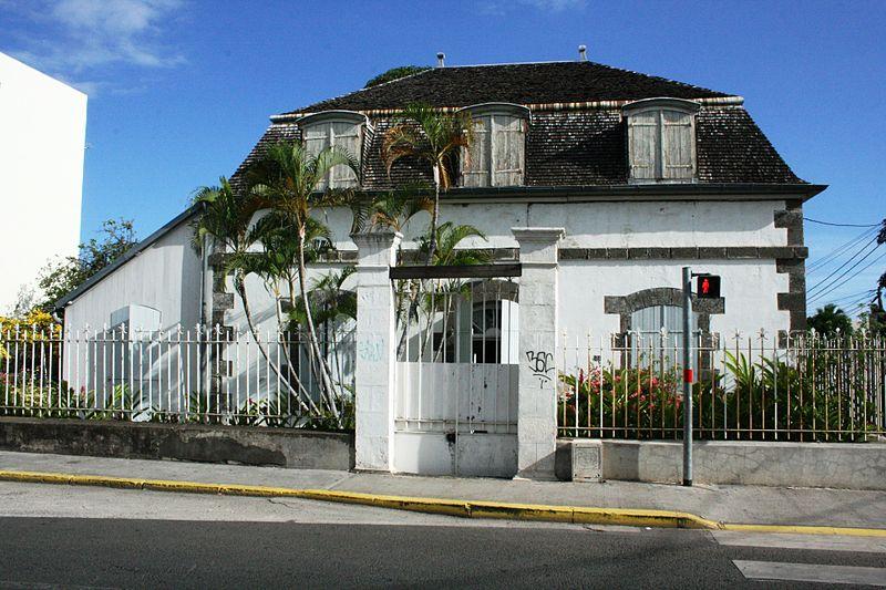 Photo du Monument Historique Maison Adam-de-Villiers situé à Saint-Pierre