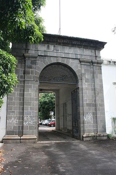 Photo du Monument Historique Ancien hôpital colonial Félix-Guyon situé à Saint-Denis