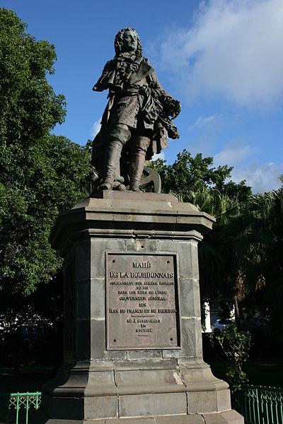 Photo du Monument Historique Statue de François Mahé de La Bourdonnais situé à Saint-Denis