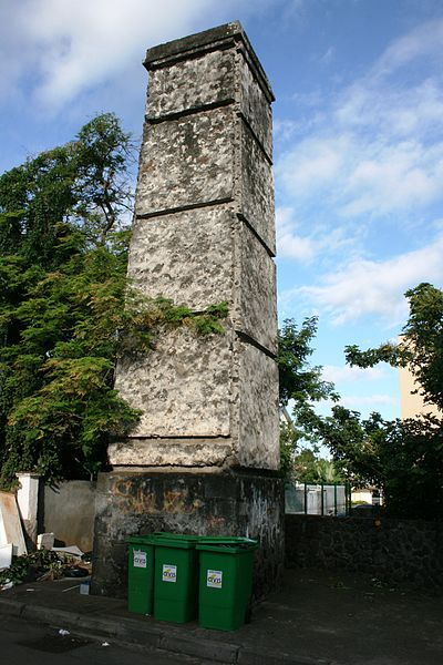Photo du Monument Historique Cheminée dite de Ravine-des-Cabris situé à Saint-Pierre