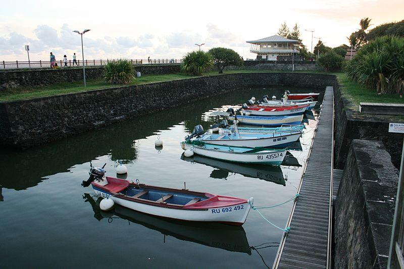 Photo du Monument Historique Bassin de radoub, situé dans le port de Saint-Pierre situé à Saint-Pierre