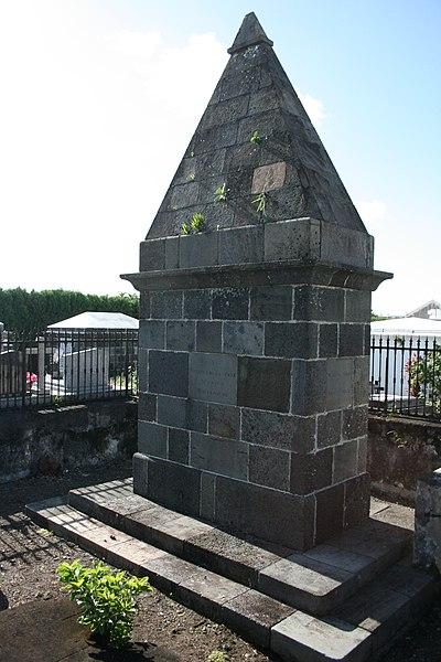 Photo du Monument Historique Monument funéraire de Nicole Robinet de la Serve, situé dans le cimetière situé à Saint-André
