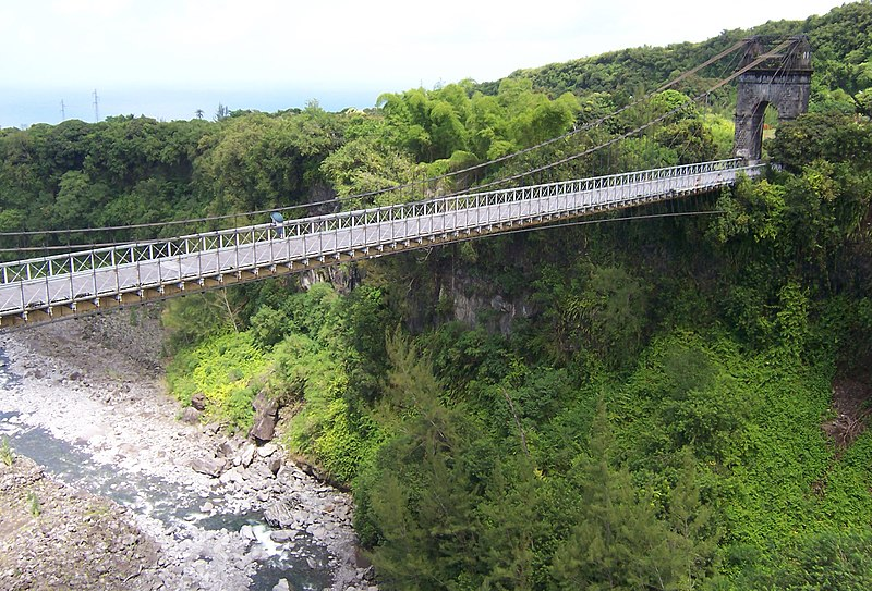 Photo du Monument Historique Pont suspendu de la rivière de l'Est situé à Sainte-Rose