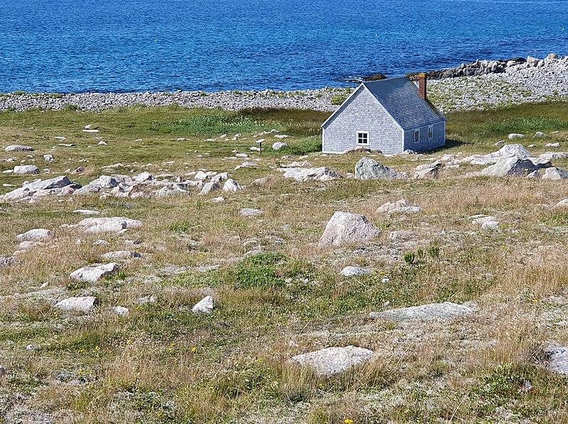 Photo du Monument Historique Lavoir de l'Ile-aux-Marins, situé sur l'Ile-aux-Marins situé à Saint-Pierre
