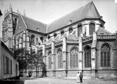Eglise Saint-Pierre - Façade sud et abside